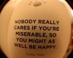 A nadie le importa si eres miserable asiq ue puedes er feliz