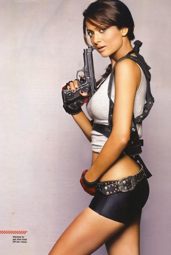 Amrita Arora es Lara Croft en Maxim India (3)