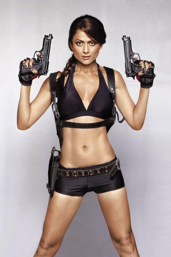 Amrita Arora es Lara Croft en Maxim India (9)