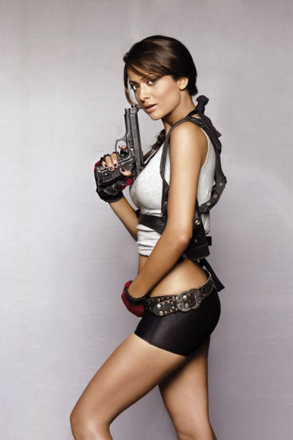 Amrita Arora es Lara Croft en Maxim India (7)