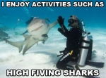 Disfruto actividades como darle un high five a un tiburon