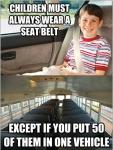 Los niños deben siempre usar cinturones excepto si pones 50 de ellos en un autobus...